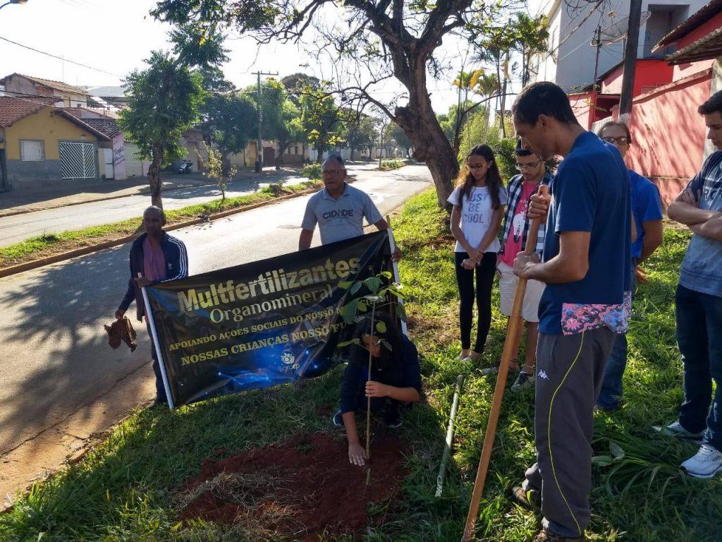 Plantio de árvores na avenida Barão da Boa Esperança